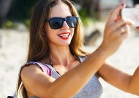 New study reveals why women take sexy selfies | Isabelle Dubach